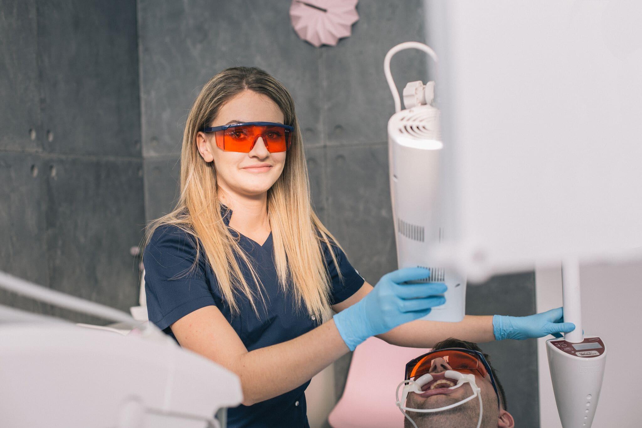 wybielanie zębów u dentysty