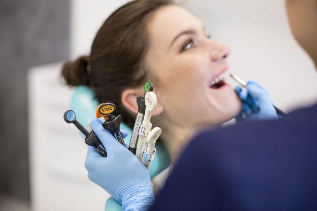 Odbudowa zębów we Wrocławiu