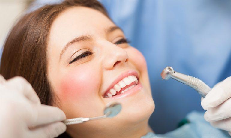 Czy wizyta u dentysty musi boleć?