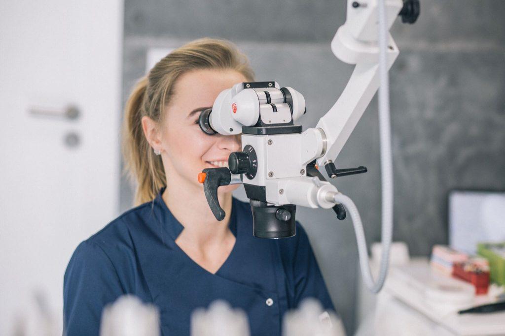leczenie kanałowe zębów pod mikroskopem we Wrocławiu