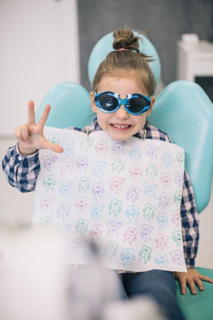 dziecko u dentysty stomatolog dziecięcy Wrocław