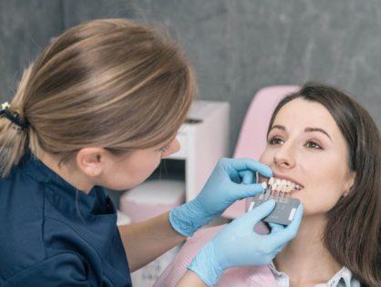 Licówki kompozytowe, czy można je założyć na jednej wizycie i nie szlifować zębów?