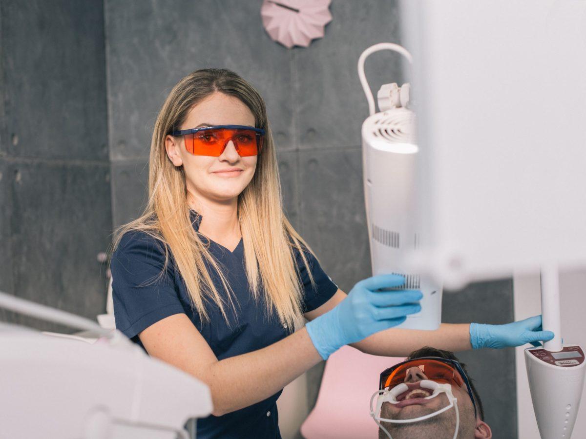 Wybielanie zębów, czyli biały uśmiech w 3 dni