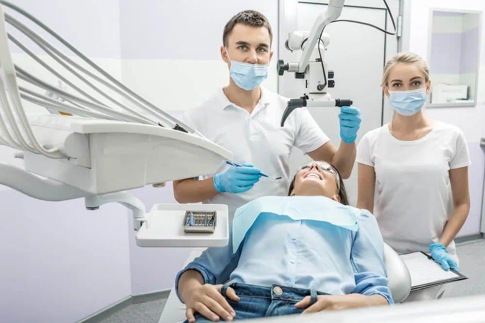 implanty zębów - jak wygląda zabieg